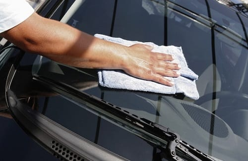 indianapolis-car-wash-hand-drying-with-chamois-600x390